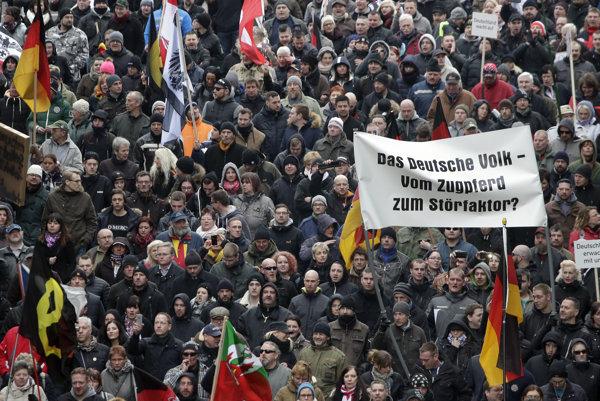 Protestujúci v Berlíne.