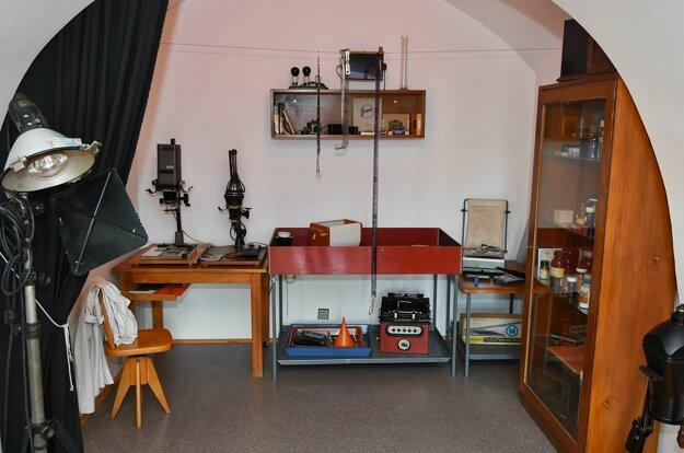 Historické vybavenie fotokomory vystavenej v Múzeu Jozefa Maximiliána Petzvala v jeho rodnom dome v Spišskej Belej.