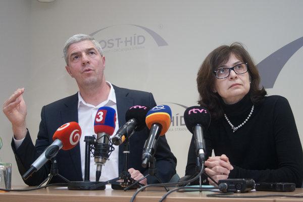Zmenu postoja strany ohlásil Bugár po boku so Žitňanskou.