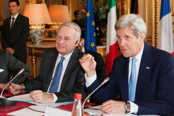 Jean Marc Ayrault a John Kerry (vpravo).