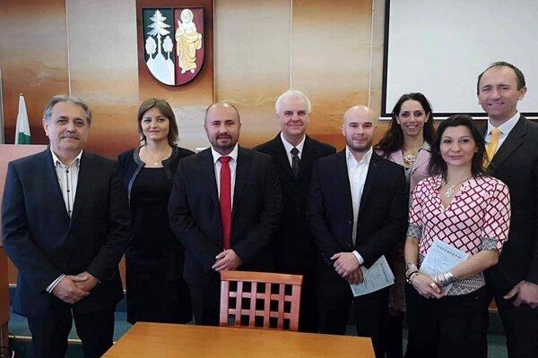 Osem pôvodných poslancov klubu Nová Čadca