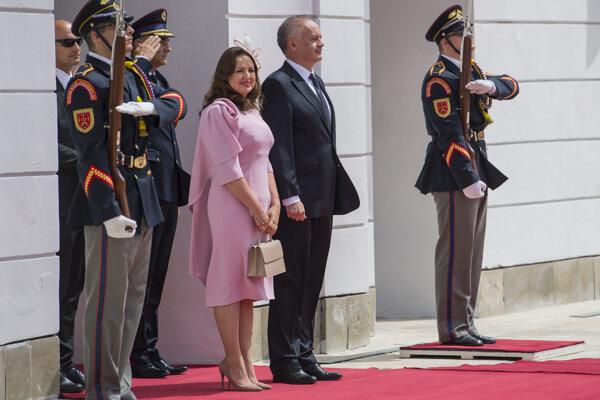Andrej Kiska sa rozlúčil na nádvorí prezidentského paláca so svojou funkciou.