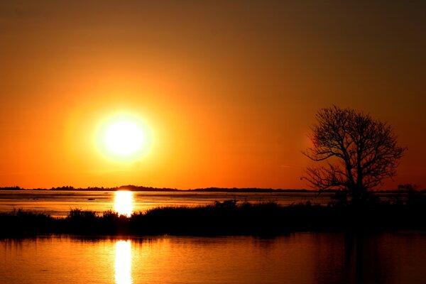 Západ slnka nad Amazonkou.