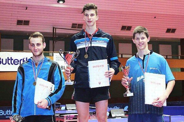 Andrej Kaššay (vpravo) si konečne odniesol trofej z turnaja Slovenského pohára mládeže.