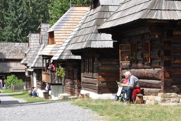 Zuberecký skanzen patrí klákadlám návštevníkov Oravy.