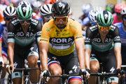 Peter Sagan s kolegami z tímu Bora-Hansgrohe v priebehu 4. etapy Okolo Švajčiarska 2019.