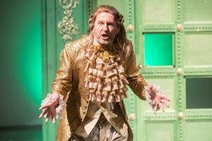 K šesťdesiatke dostal od divadla titulnú postavu Arnolfa v Moliérovej Škole žien.