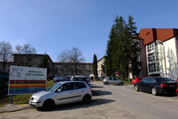 Dnes sú lôžkové oddelenia v monobloku vľavo, po novom by mali byť v Pavilóne B (vpravo).