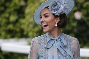 Kate, vojvodkyňa z Cambridge, počas prvého dňa kráľovských konských dostihov v Ascote.