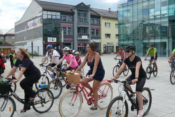 Cyklisti tradične štartujú na Divadelnom námestí v Martine.