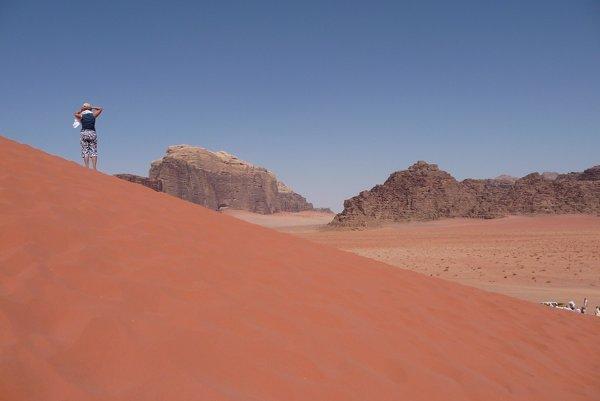 Nomádi v púšti Wadi Rum stále dodržiavajú starodávne pravidlo, že na púšti treba každému pomôcť.