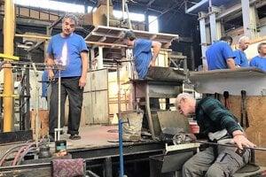 Výrobky majstrov sklárov z katarínskohutskej sklárne obdivujú aj na iných kontinentoch.