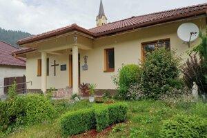 Fara v Smolníckej Hute je na predaj ako rodinný dom.