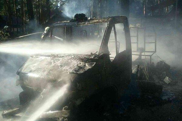 Požiarom karavanu vznikla majiteľovi škoda za desiatky tisíc eur.