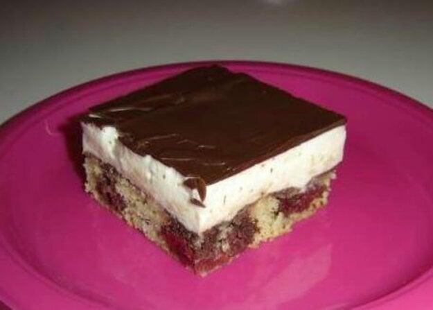 Višňový koláč s krémom