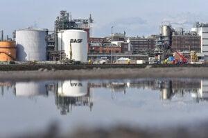 Firma BASF prepustí tisíce ľudí.