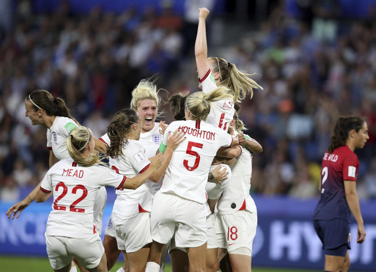 c77720e50 Anglické futbalistky oslavujú víťazstvo vo štvrťfinálovom zápase MS vo  futbale žien 2019.