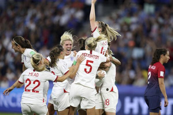 Anglické futbalistky oslavujú víťazstvo vo štvrťfinálovom zápase MS vo futbale žien 2019.