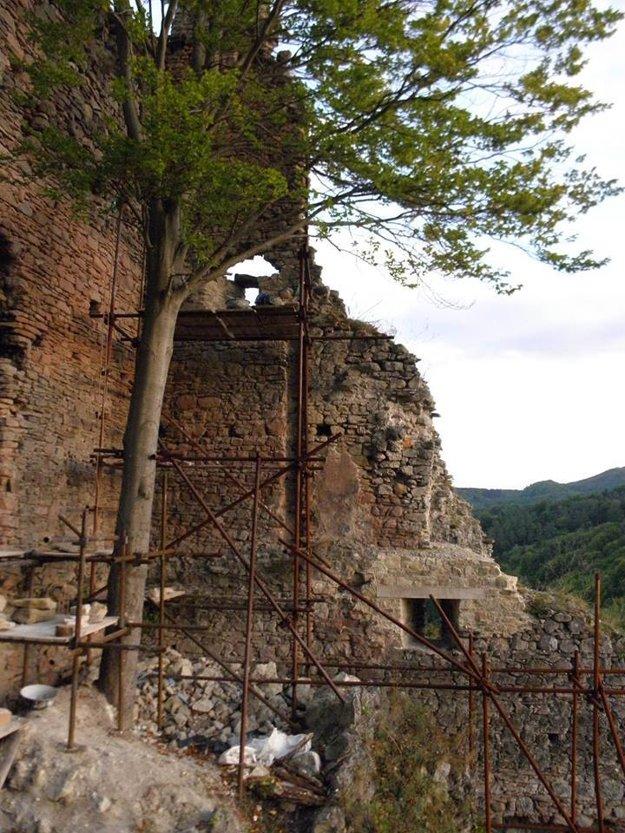 oprava hradu
