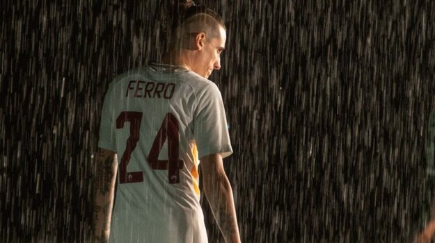 Futbalista AS Rím Christian Ferro. Neexistuje taký, je len vo filme Il Campione.