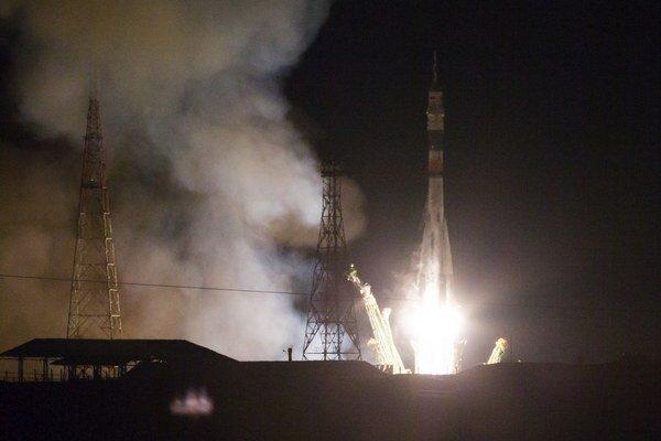 Posledná posádka ISS letela na vesmírnu stanicu ruskou raketou len nedávno.