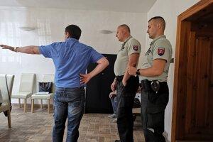 Na obecnom úrade asistovala aj polícia.