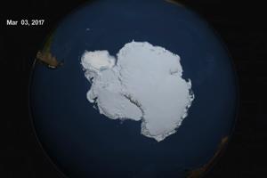Začiatkom marca 2017 zaznamenali najnižšie minimum morského ľadu pri Antarktíde od roku 1997. Jeho rozloha bola 2,11 miliónov štvorcových kilometrov.