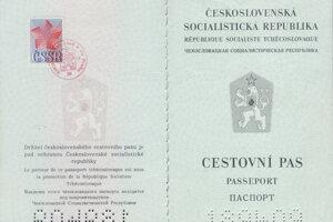 Vlastniť cestovný pas počas bývalého režimu bolo skôr výnimkou. Dnes ho má každý jeden človek, ak oň požiada.