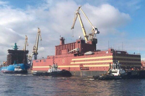 Plávajúca jadrová elektráreň Akademik Lomonosov.