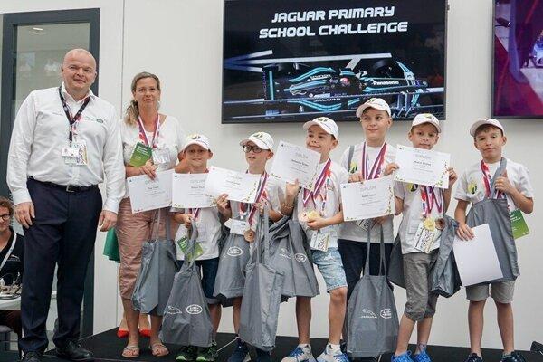 Ocenení školáci z Levíc.