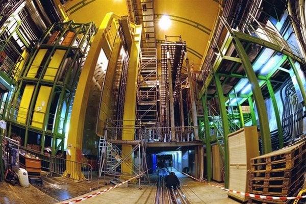 Dve nové častice objavil detektor LHCb.