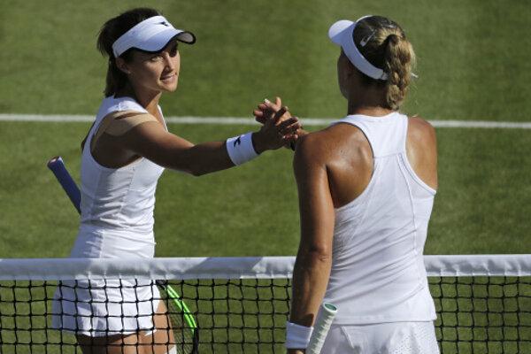 Lauren Davisová (vľavo) vyradila v druhom kole Wimbledonu 2019 Angelique Kerberovú.