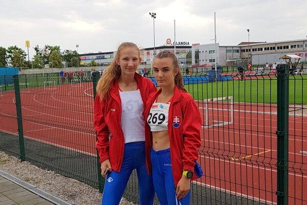 Michaela Lenhartová (vľavo) a Petra Šuleková.