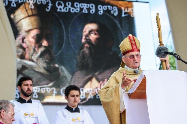 Mons. František Rábek počas omše na Cyrilo-metodskej púti.
