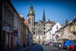 Neďaleko chrámu sv. Alžbety v Košiciach na Alžbetínskej ulici by mal podľa polície bývať Enzo Darisi, ktorý by mal byť súčasťou ´ndriny.
