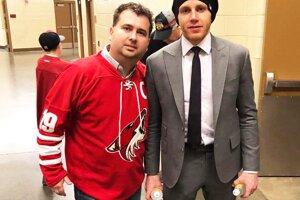 S hokejistom Patrickom Kaneom.