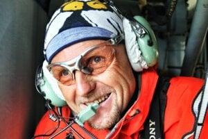 Ivan Krajčír (54) je od roku 1988 záchranárom horskej služby. Je riaditeľom Horskej záchrannej služby v oblastnom stredisku Slovenský raj, Bukovské vrchy. Od roku 1994 je takisto horským vodcom, vodil záujemcov na Slovensku aj v Alpách, dnes vodí najmä v Tatrách.