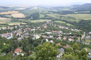 Pohľad na obec Slanec.