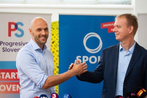 Predseda hnutia Progresívne Slovensko Michal Truban a vpravo predseda SPOLU – občianska demokracia Miroslav Beblavý.