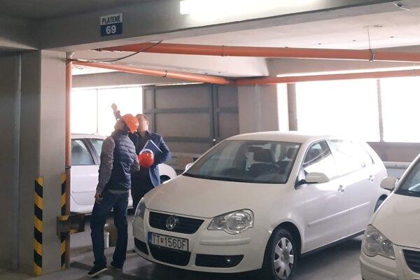Do parkovacieho domu roky zatekalo, župa ho nechala opraviť.