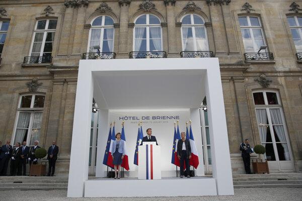 Macron v predvečer osláv.