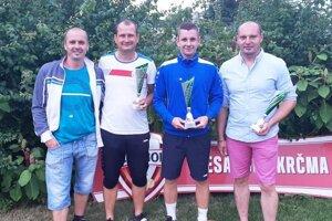 Zľava organizátor Miloš Lipnický, Miloš Husár, víťaz Ladislav Kováč a Vladimír Šabo.