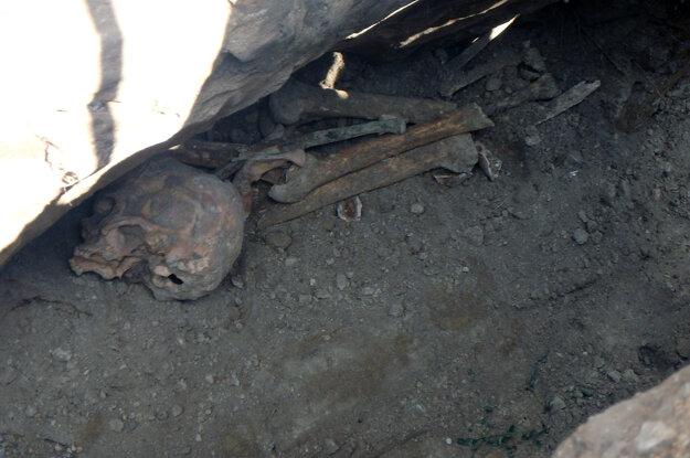 Pri výkopových prácach na križovatke ulíc SNP a T.G. Masaryka v Nových Zámkoch objavili ľudské kosti.