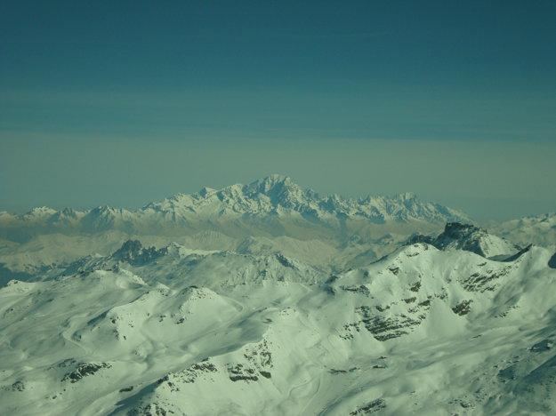Mt. Blanc v pozadí, keď sa pozriete kamkoľvek, vidíte iba alpské štíty. Apetít rastie.