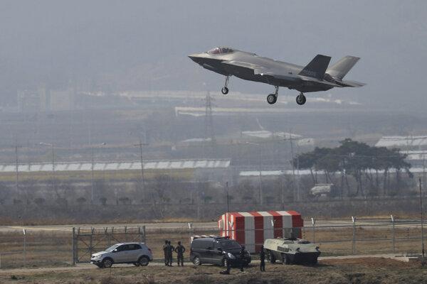 Multifunkčné bojové lietadlo F-35.