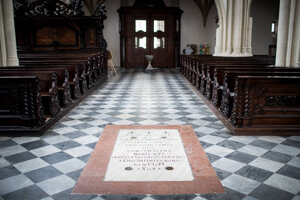 Pôvodný vstup do kostnice je z kostola sv. Jakuba.