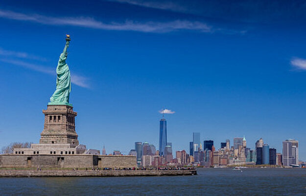 Socha Slobody je symbolom New Yorku, hoci formálne patrí do susedného štátu New Jersey.