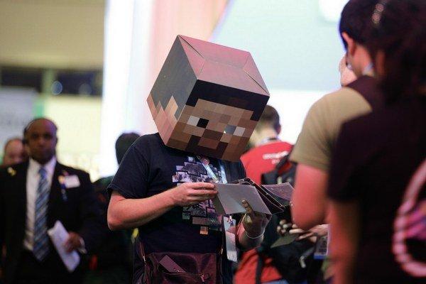 Z hry Minecraft sa za päť rokov od vydania stal kultúrny fenomén. Má vlastnú sériu hračiek aj každoročný festival.