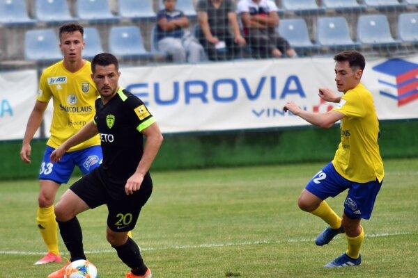 Besir Demiri (v čiernom) si hneď v premiérovom ostrom zápase za MŠK Žilina pripísal na svoje konto presný zásah.