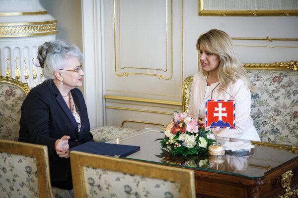 Predsedníčka Najvyššieho súdu SR Daniela Švecová a prezidentka SR Zuzana Čaputová počas prijatia predsedníčky Najvyššieho súdu SR prezidentkou SR v Prezidentskom paláci.